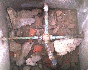 Corrosion de una jabalina enterrado en un pozo con bastante sal